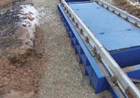 Весоизмерительная платформа жалезнодорожных весов присыпана щебнем. фото #26